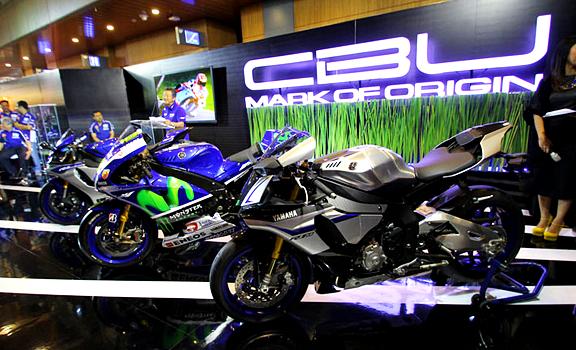 Resmi Meluncur di GIIAS 2015, Ini Harga Yamaha R1 dan R1M Indonesia !
