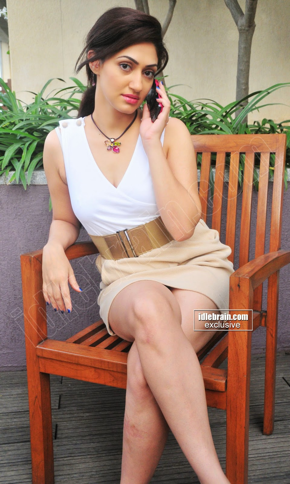 Reyhna Malhotra sexy legs