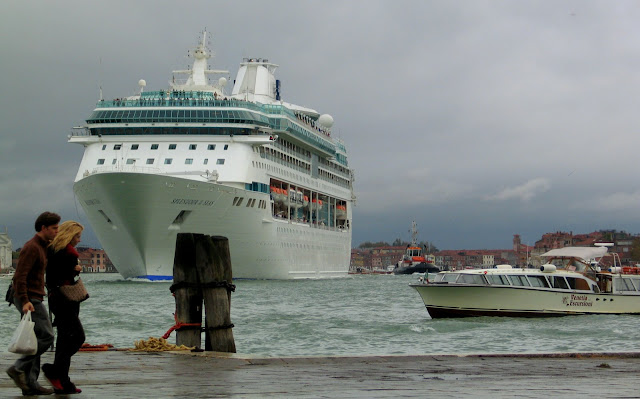 "Die ""Splendour of the Seas"" beim Auslaufen aus Venedig (Photo by Gunther H.G, Geick)"