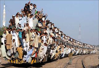 http://2.bp.blogspot.com/-_PT4290pp-I/T-rwa7dz1mI/AAAAAAAAAD8/k3_FicJI5Hs/s1600/indian-train-funny-pictures7494040.jpg