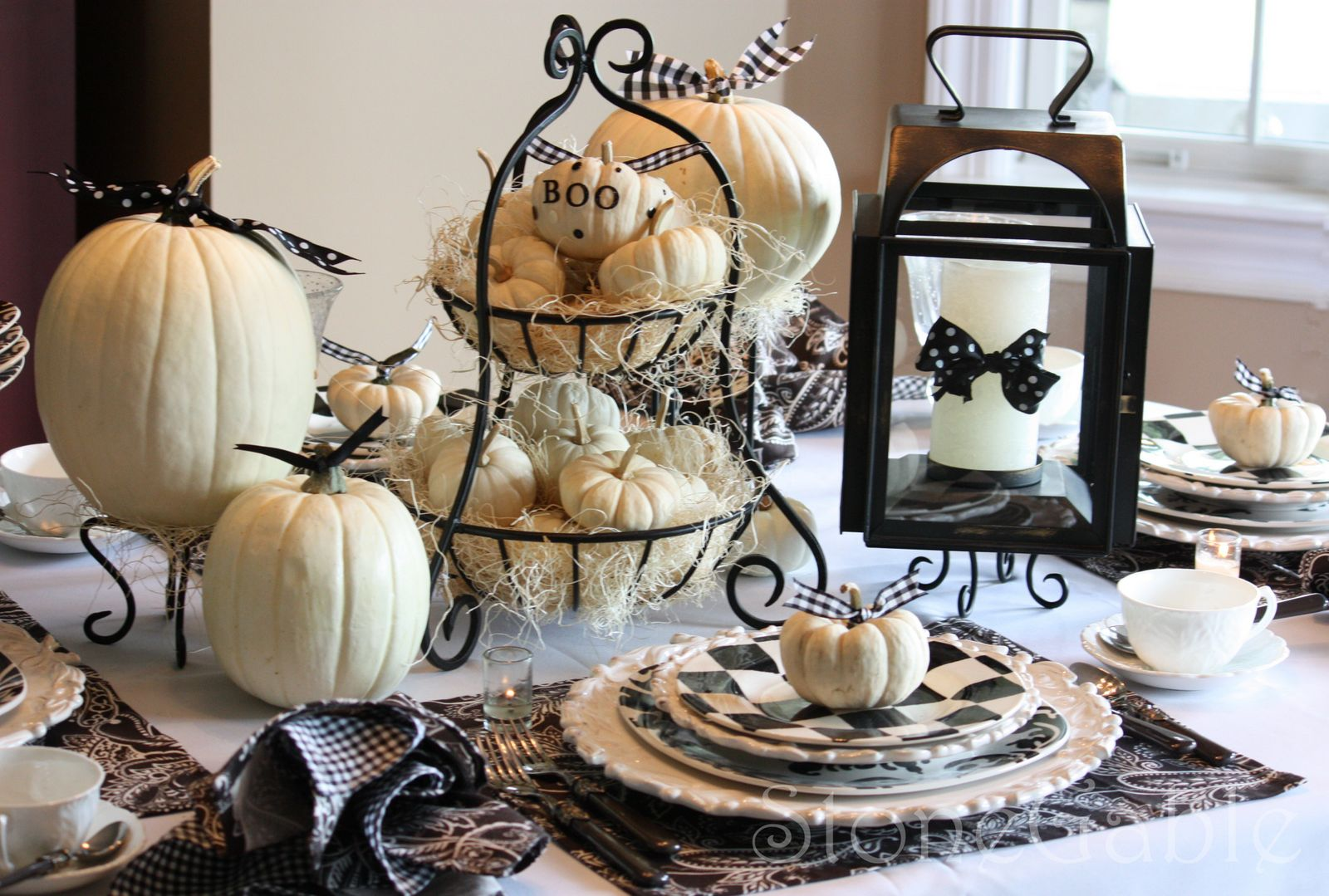 Outside the box papers 10 terrifyingly terrific halloween for Deco de table halloween