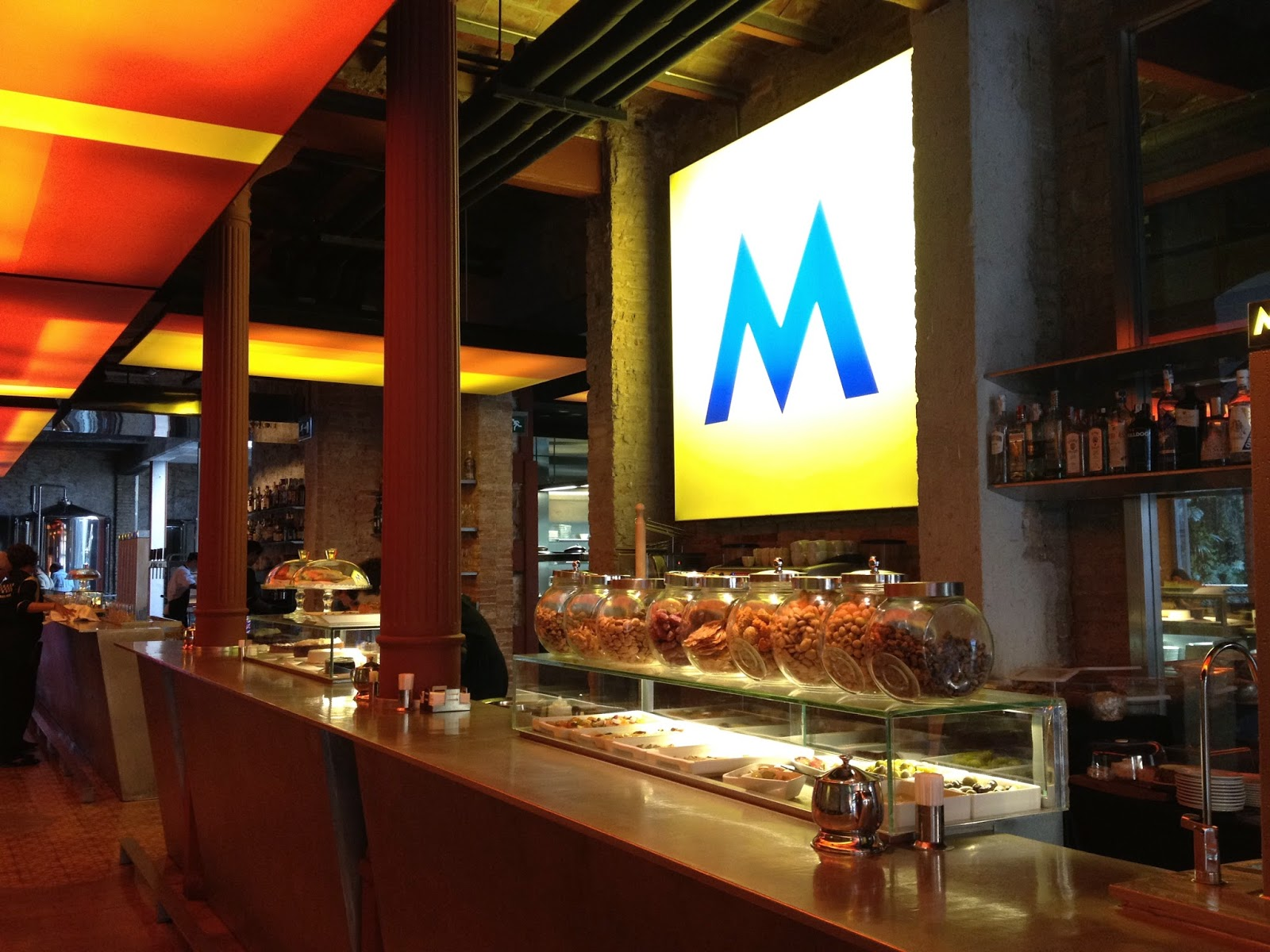 fábrica moritz cerveza magica barcelona bcn icono ciudad historia souvenirs