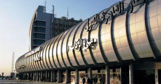 رجل الأعمال أحمد بهجت يغادر وزوجته وابنته مطار القاهرة إلى سويسرا