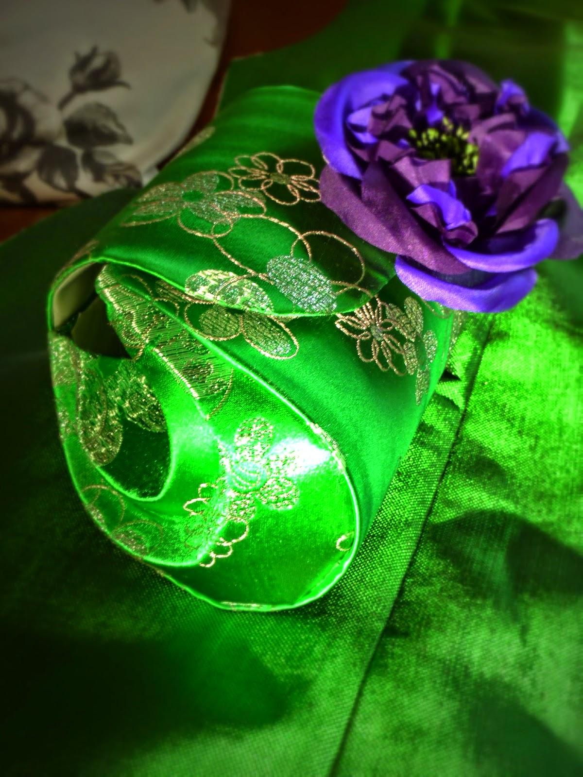 Pochette pour mariage par couturière sur mesure à Versailles