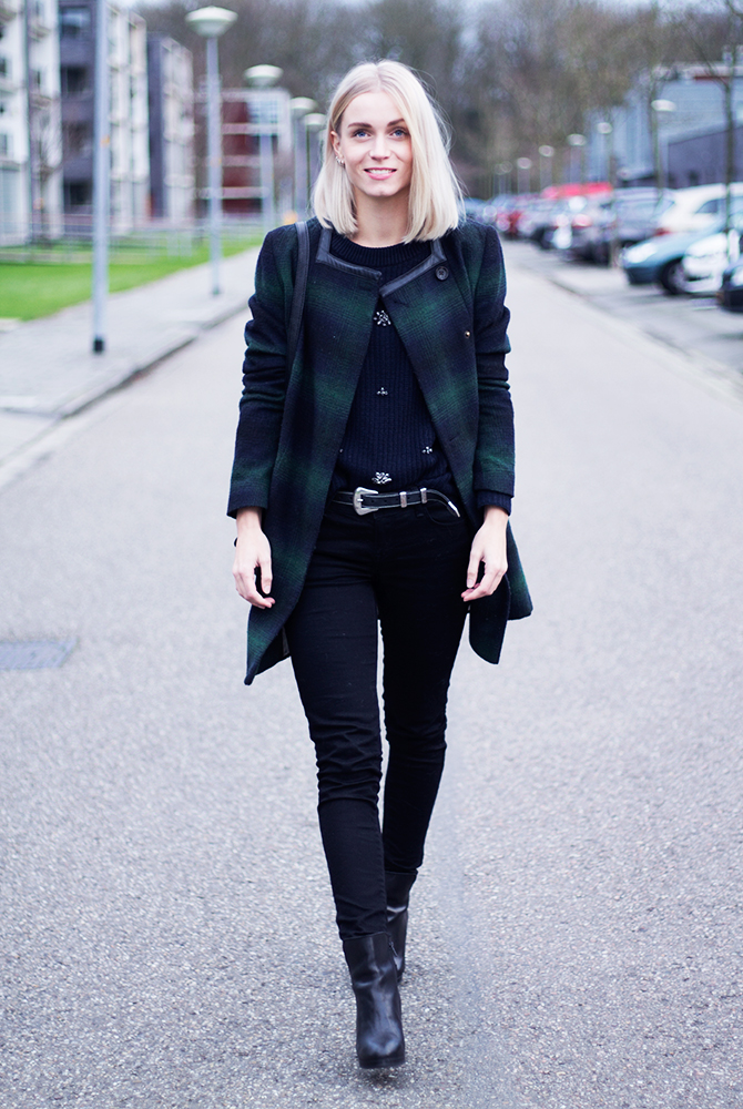 Fashion Attacks outfit ootd black with blue details