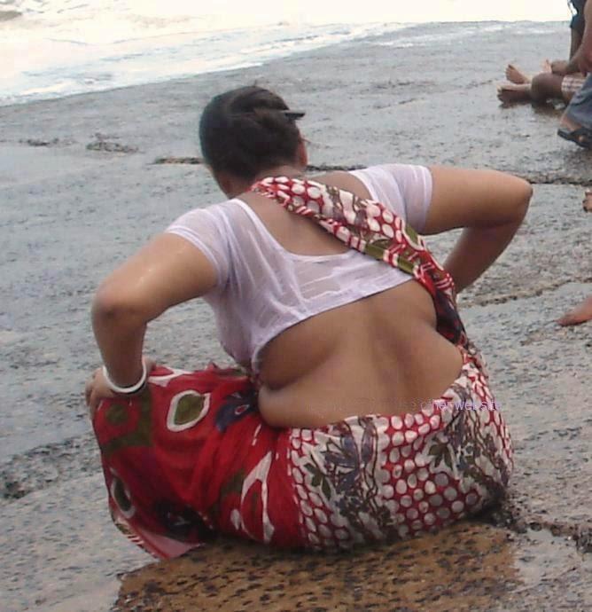 Wet Back show | Wet folding Hips saree aunty in seashore
