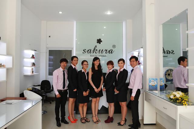 Đội ngũ nhân viên chăm sóc khách hàng giàu kinh nghiệm và nhiệt huyết của công ty Hoa Anh Đào