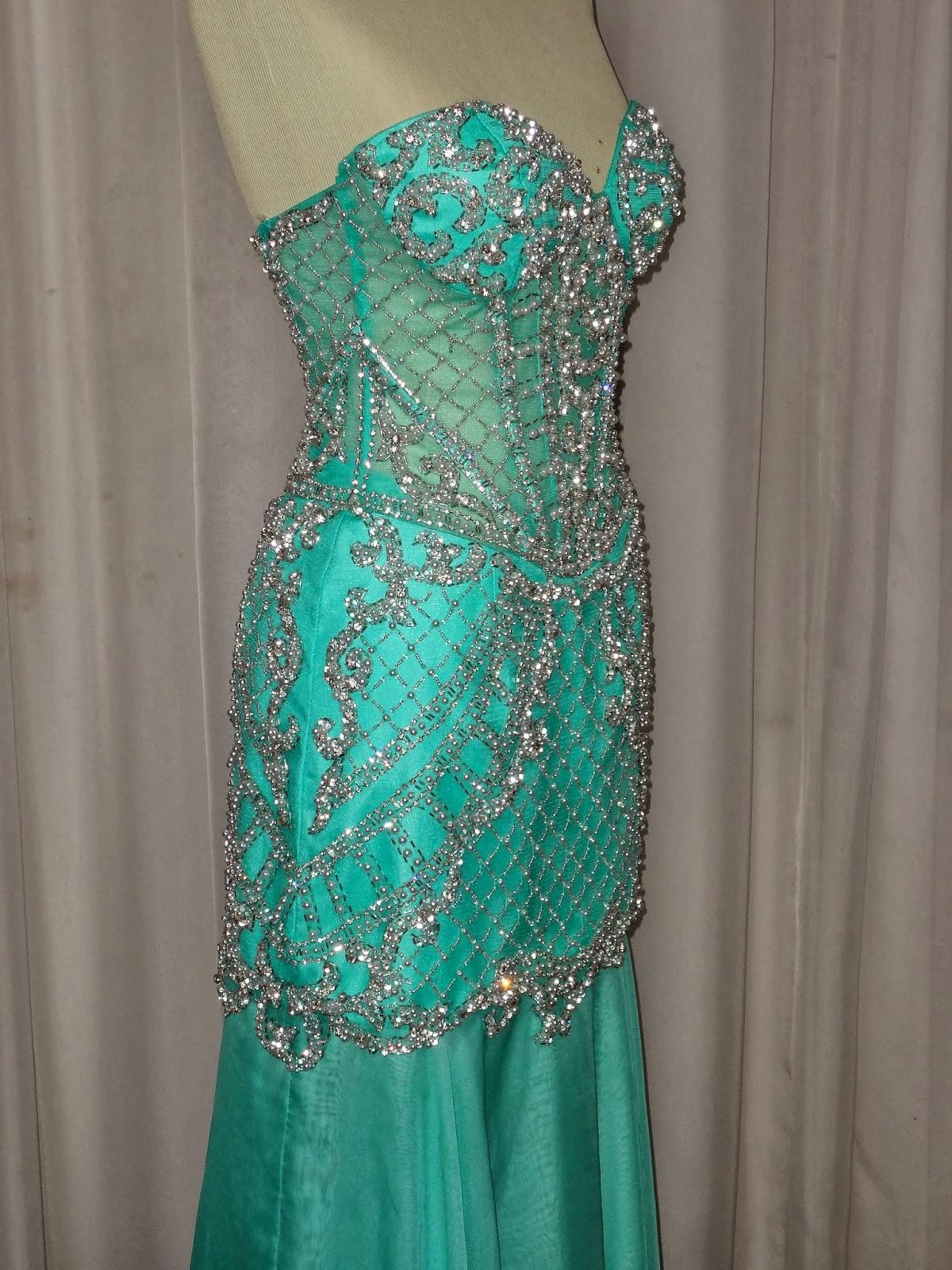 Mariléia: Vestido corpo de tule, verde água, bordado em