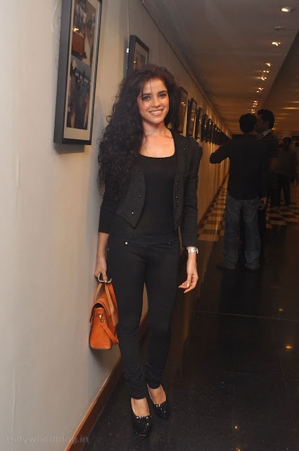 Pia Bajpai on spot photo shoot