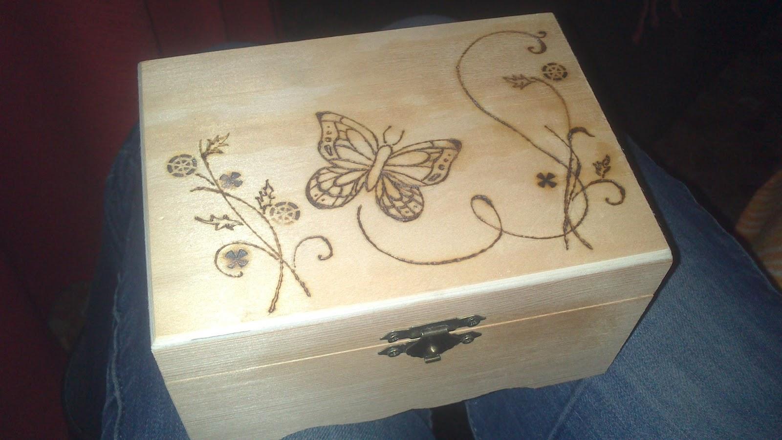 Mi mundo de baldosas amarillas caja pirograbada - Decorar cajas de madera manualidades ...