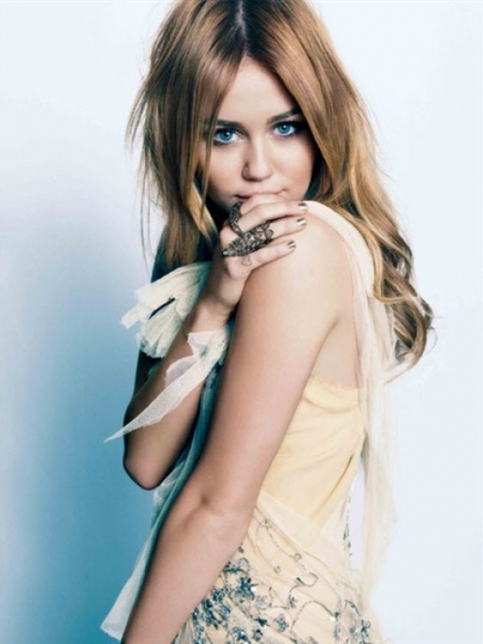 miley cyrus 2011 hair color. Miley Cyrus in my opinion is