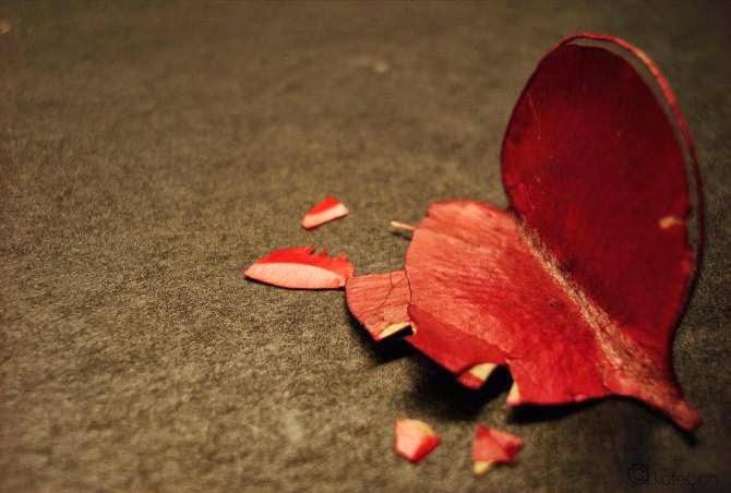 hình nền trái tim tan vỡ