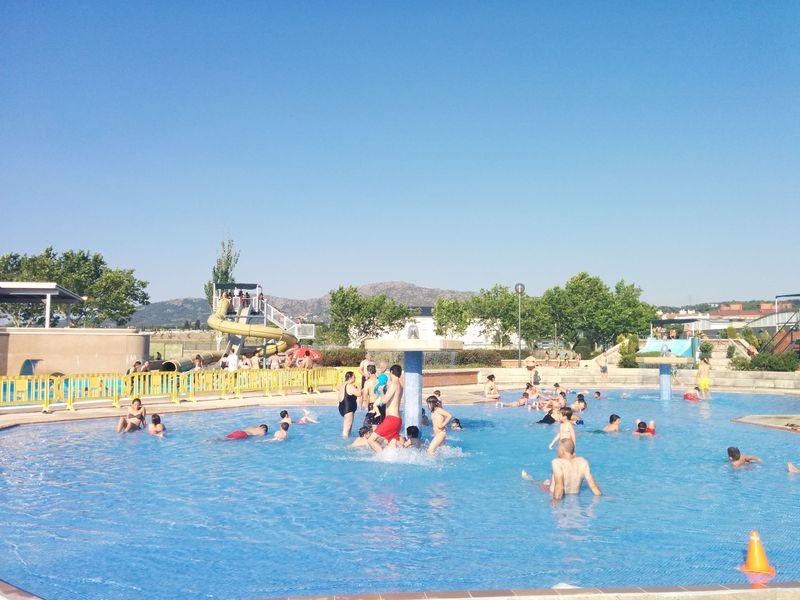 Piscinas con toboganes en madrid beautiful piscina de for Piscina villalba