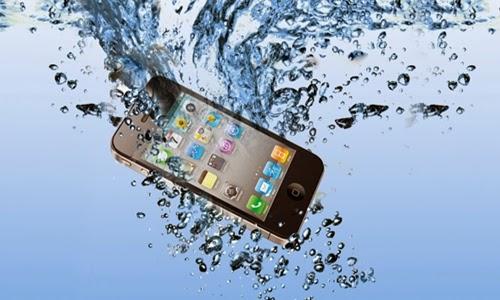 Como salvar um Smartphone que caiu na água