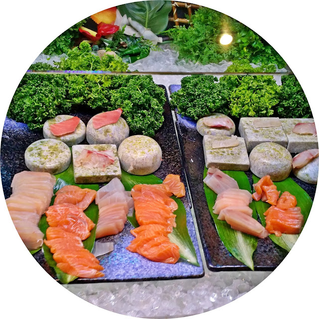 Myeongdong Todai Buffet - sliced sashimi | www.meheartseoul.blogspot.sg