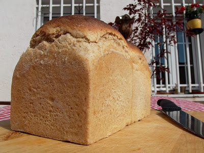 Pan de leche en molde con espelta (Simple Milk Loaf)