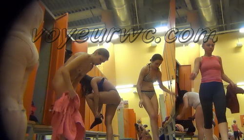 LockerRoom Spy 82-91 (Real Voyeur Video of the Locker Room Fitness Club)