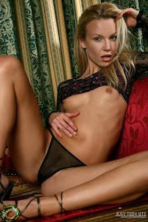 Nude Selfie - rs-l_2267-703285.jpg