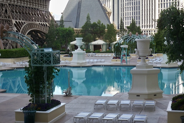 The hopeful traveler paris las vegas hotel soleil pool for Paris hotel pool