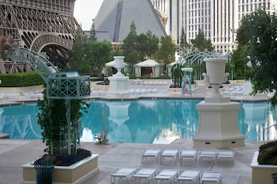 Paris hotel pool las vegas for Paris hotel swimming pool