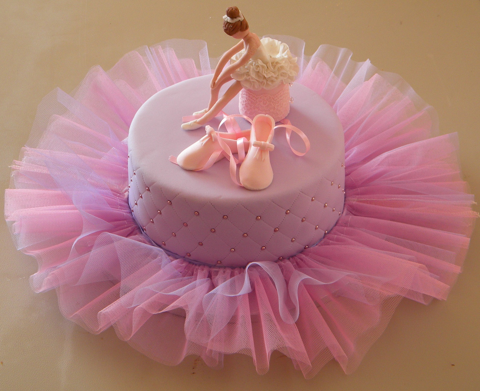 Bite me cupcakes and wrappers lilac pink ballerina cake for Ballet shoes decoration