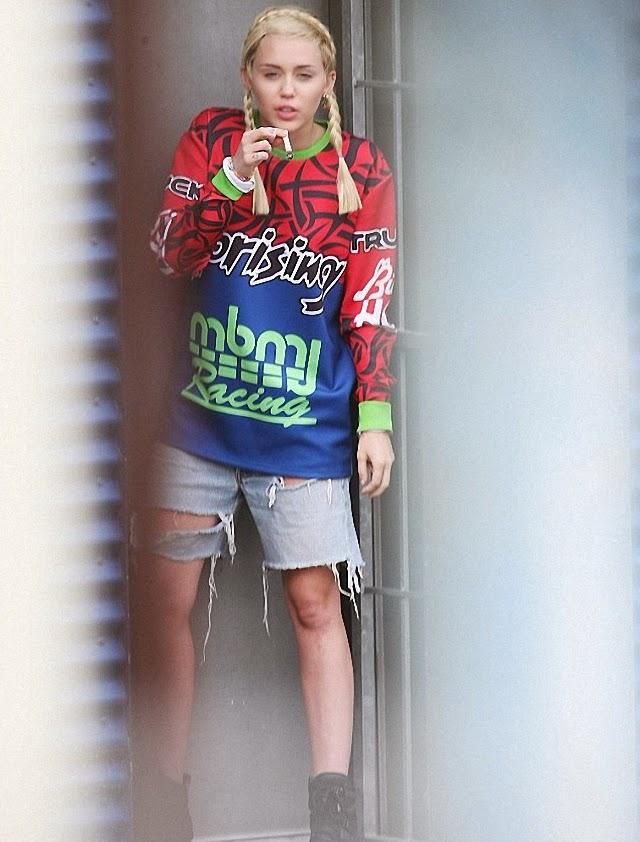 Miley Cyrus quiere seguir fumando y se cuelga