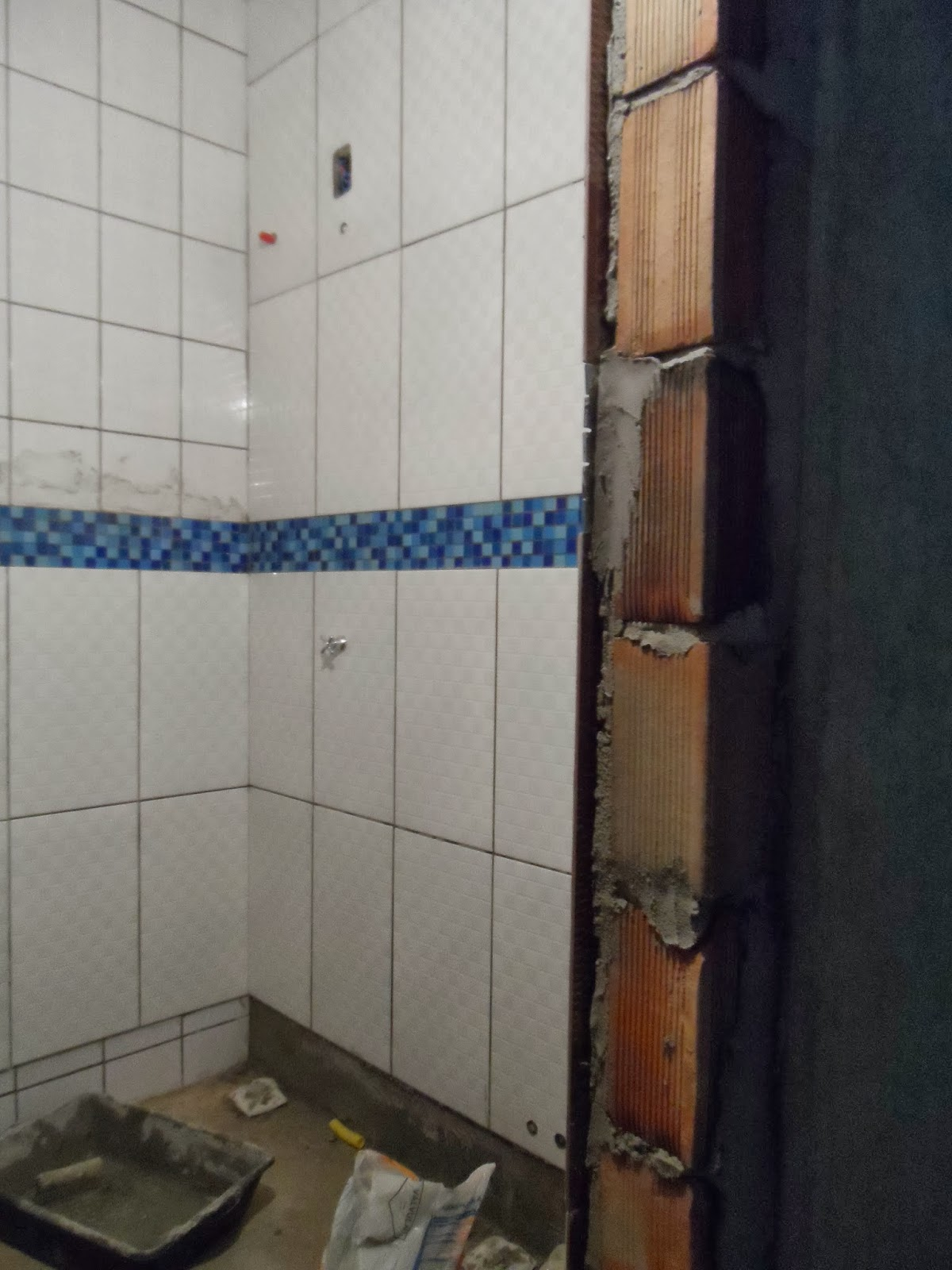 Minha casa te inspira: Banheiro azul e Branco #2C4165 1200x1600 Banheiro Branco E Azul