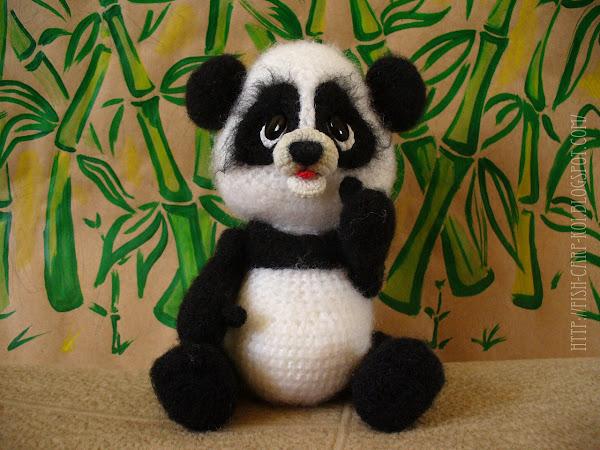 Панда - игрушка связанная крючком