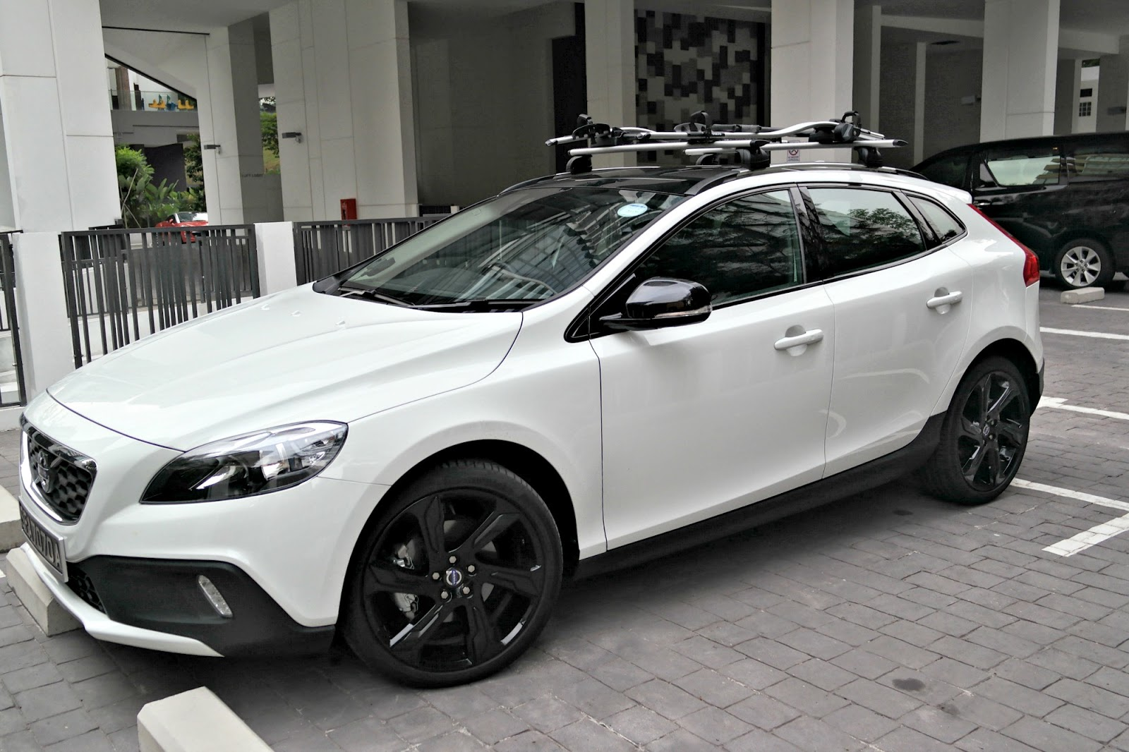 a thing or two about holly jean volvo v40 cross country. Black Bedroom Furniture Sets. Home Design Ideas