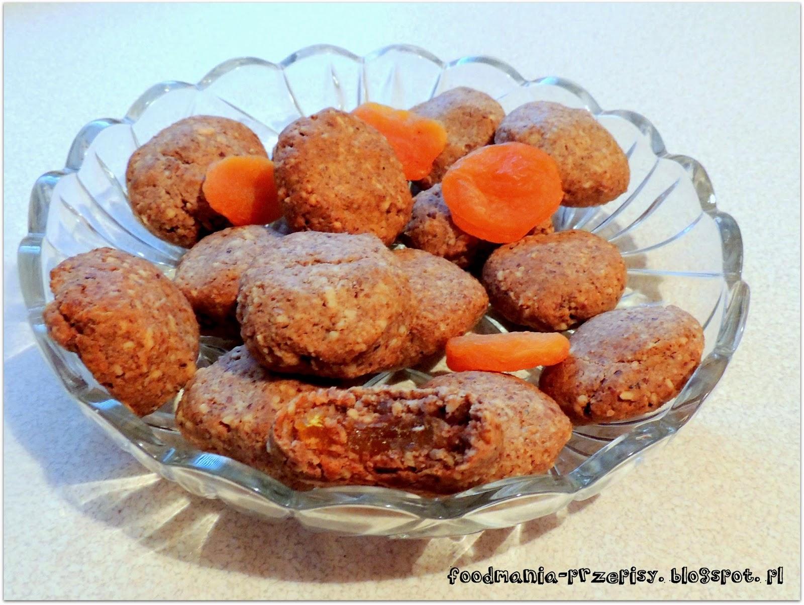 http://foodmania-przepisy.blogspot.com/2014/04/cisteczka-orzechowe-kuleczki.html