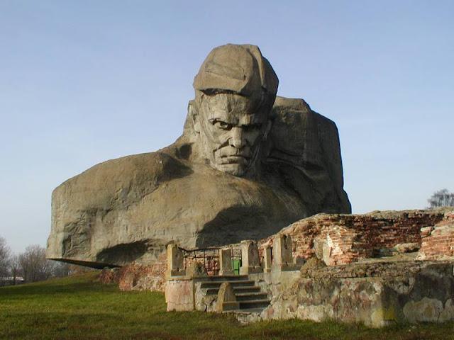Monumen Gunung Batu Paling Megah di Dunia