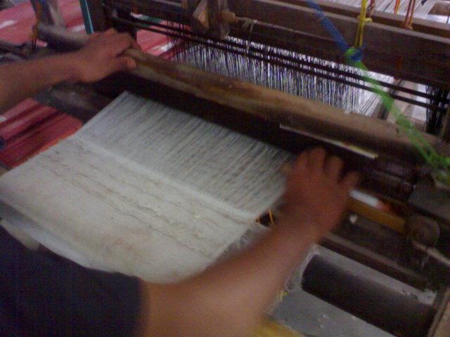 mesin tenun tradisional