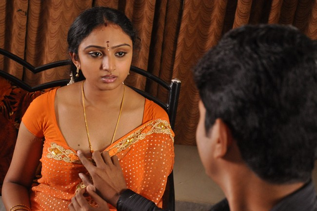 Actress Vahida looking hot in blouse in these really sexy movie. Enjoy