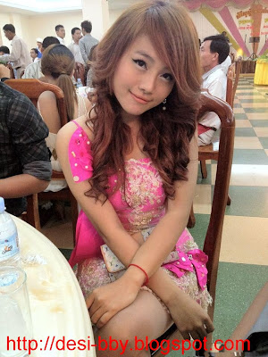 Anny Zam - Khmer singer at Town Production
