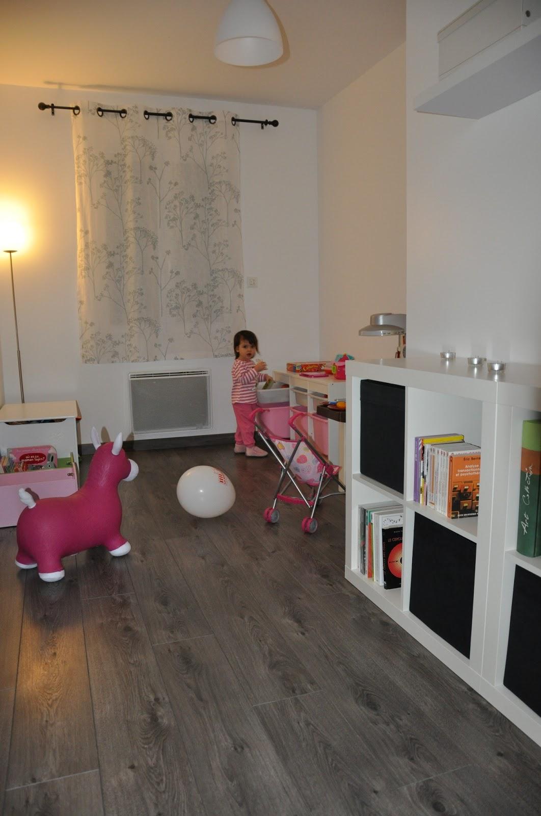 la construction de lac salle de jeux. Black Bedroom Furniture Sets. Home Design Ideas