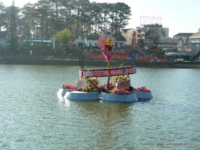 Dalat city - Xuan Huong lake - Flower festival