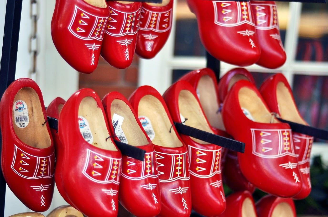 Os famosos sapatos de madeira holandeses reproduzidos pelos descendentes em Holambra: uma boa recordação desta encantadora cidade.