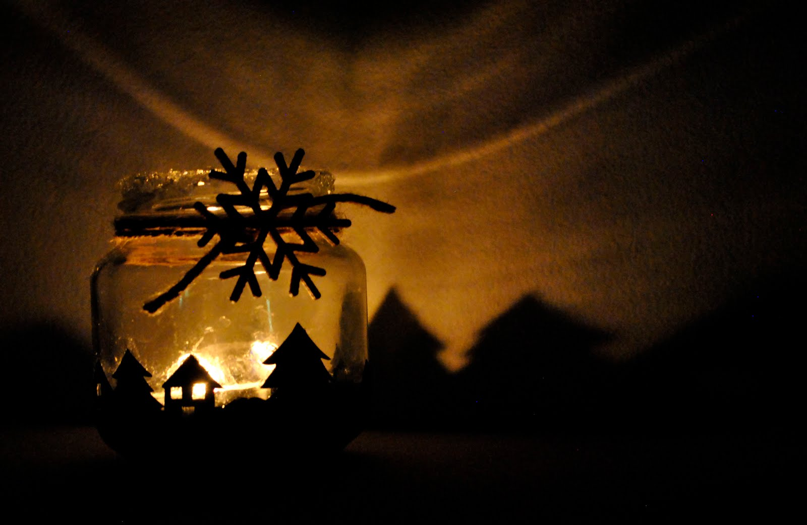 DIY Portavelas navideño con un tarro de cristal reciclado