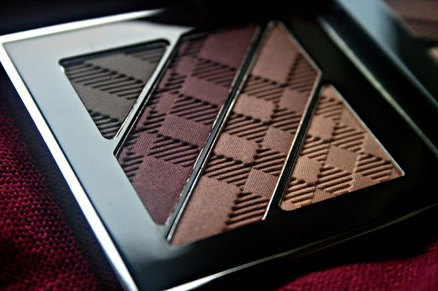 Burberry Complete Eye Palette in Plum Pink