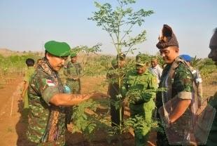 Mayjen TNI Torry Djohar BT Kunjungi Kebun Kelor