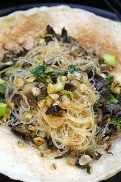 Vietnamese food culture - Hến Xào Miến)