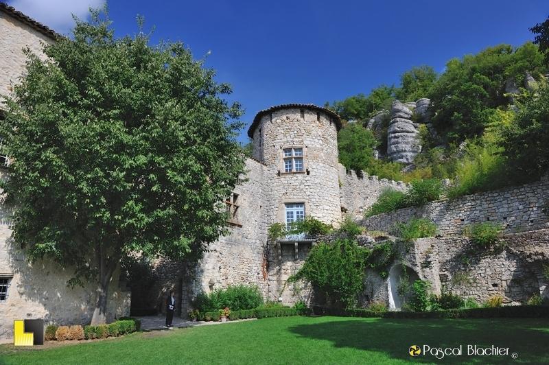 valérie blachier dans le jardin suspendu du château de Vogüé photo blachier pascal