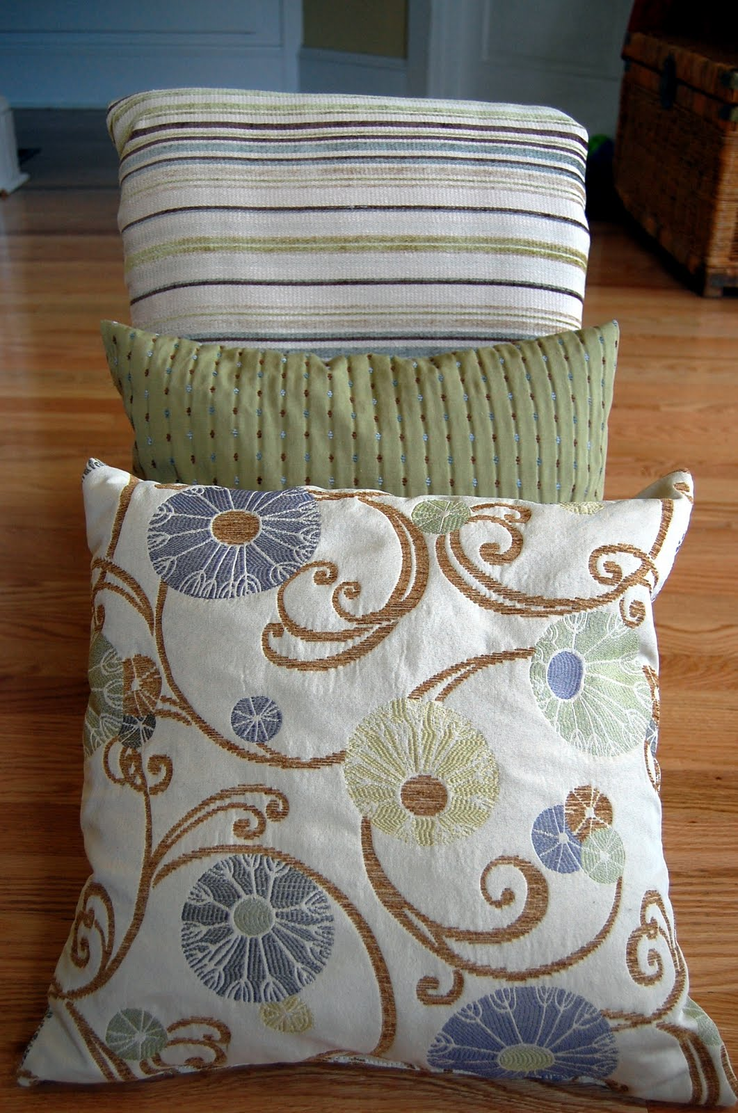 Beth Being Crafty: Pillows!