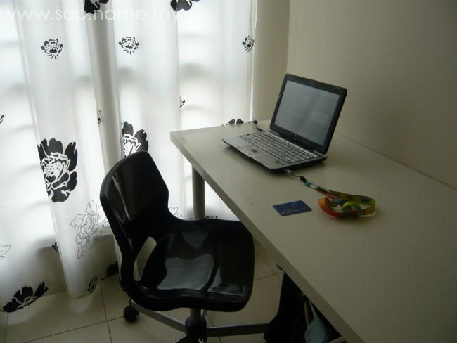 Ruang menulis blog di rumah