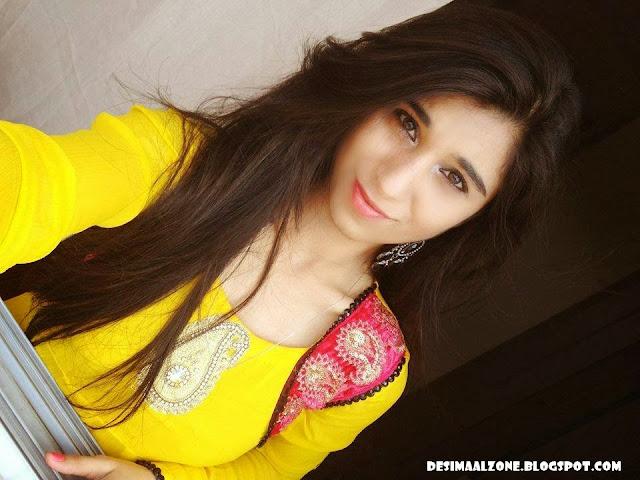 Beautiful Hot Girls in Pakistan
