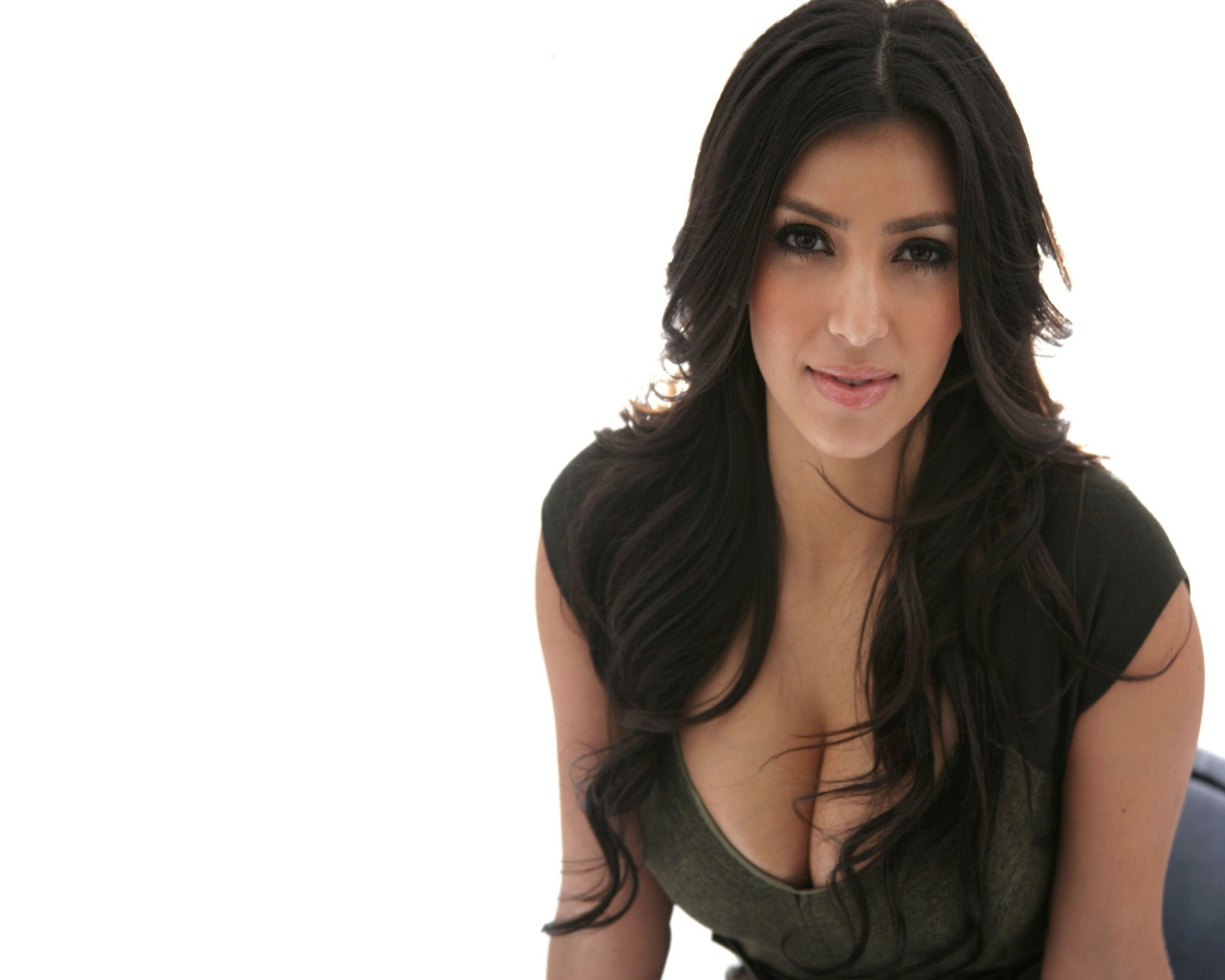 http://2.bp.blogspot.com/-_V-Aob4_PSQ/TYyOru4N5eI/AAAAAAAAAyE/qgDma39ii6E/s1600/kim_kardashian_hollywood_actress_hot_wallpaper.jpg