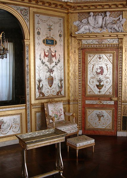Historical Reads: Marie Antoinetteu0027s Boudoir At Fontainebleau