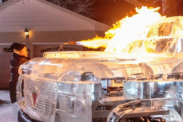 Camión manejable hecho de hielo