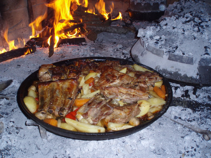 Croatian and dalmatian food cycling and adventure travel croatia peka is one of the best known traditional croatian dishes though simple at first glance peka requires a great deal of skill and experience forumfinder Image collections