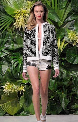 Patricia Viera coleção primavera verão 2016 jaqueta de couro com estampa e shorts de couro